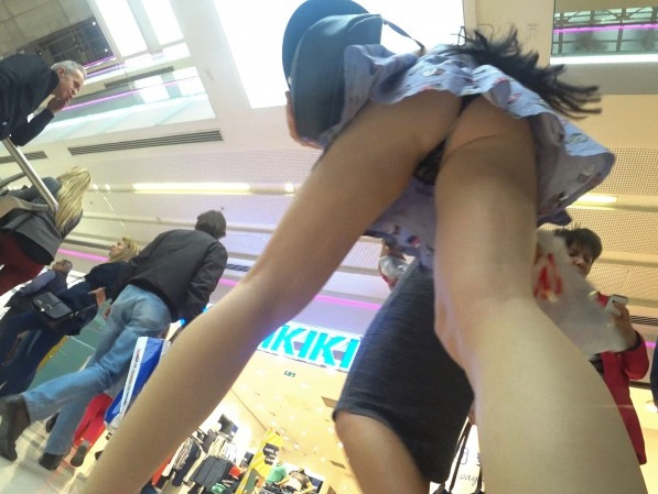 Amateur -  Upskirt In Shopping Mall